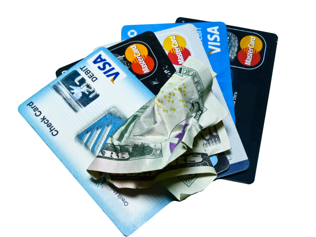 Cartão de crédito ou dólar nas viagens